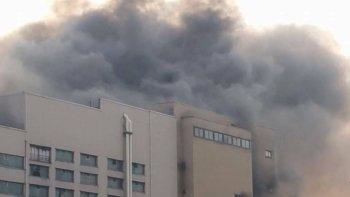 Feuerwehr löscht AV-Großbrand