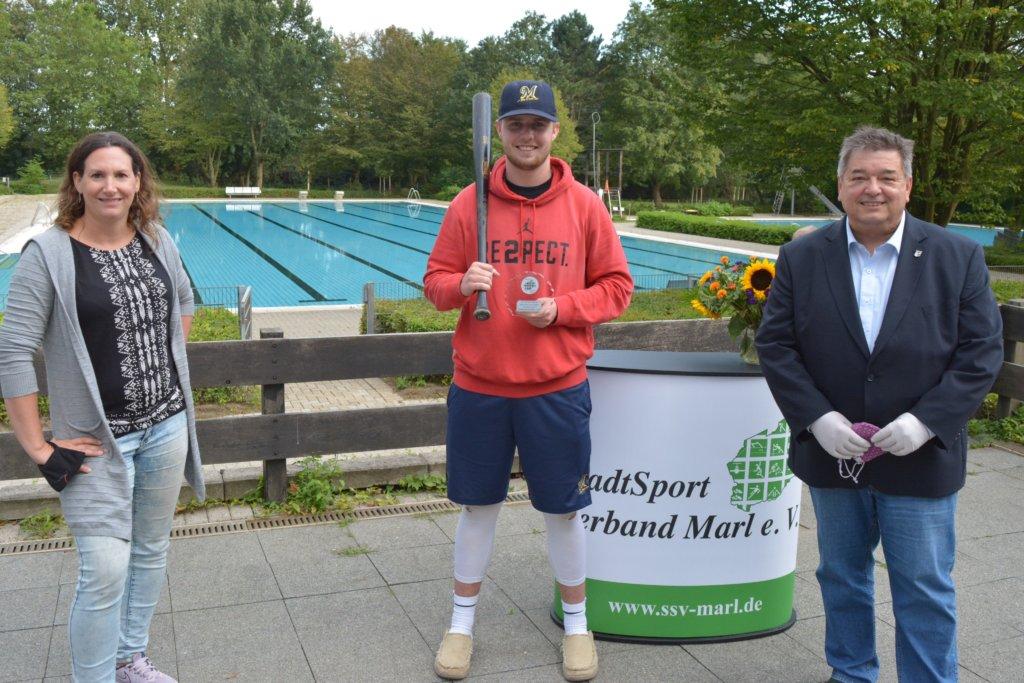 Sportler erhalten Ehrung im Hülser Bürgerbad